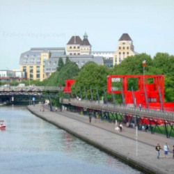 Location Local commercial Paris 19ème 942 m²