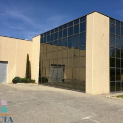 Location Local commercial Pertuis 455 m²