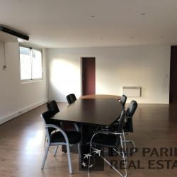 Location Local d'activités Buc 1052 m²
