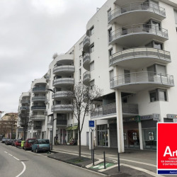 Location Local commercial Valence (26000)