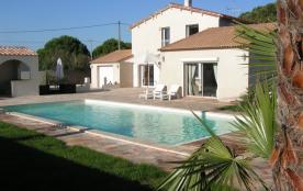 villa 11 pers piscine chauffée proche mer