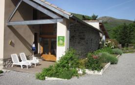 Maison en pierre restaurée comprend 2 gîtes.