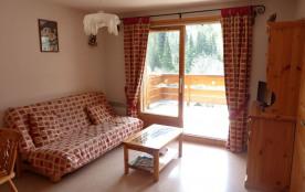 Appartement 2 pièces cabine et coin montagne fermé avec fenêtre intérieure exposé sud-ouest.