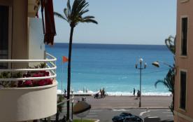 Centre Nice - Appartement avec balcon et vue mer dans le carré d'or.