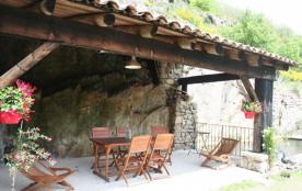 Le Passe Muraille situé dans un hameau typique Ardéchois, à 3 km du village, dans une nature prés...