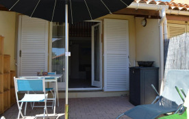 Saint Pierre la Mer (11) - Quartier de la vigie - Résidence Santa Marina. Pavillon 1 pièce mezzan...