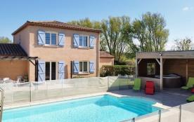 Villa tout confort avec piscine couverte et jacuzzi près de Carcassonne
