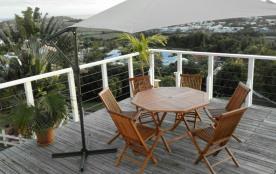 deck avec table de jardin