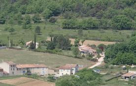 Vue de la propriété (au centre droit)