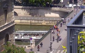 Péniche sous le Pont d'Arcole