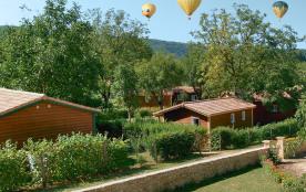 Envol de montgolfières vu depuis La Noyeraie le village de chalets vacances