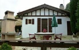 Amoureux de la nature, laissez-vous séduire par ce chalet isolé du Pays Basque intérieur, à 10 mn...