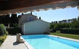 Mazet des abricotiers est une villa de 120 m² indépendante à étage, en campagne avec un Jardin de 1000 m² clôturé et ...