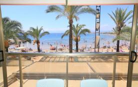 Barcino, Barcino. Bel appartement de 2 chambres avec vue sur mer spectaculaire en face de la plag...