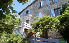 Janivese situé dans la haute Cévennes ardéchoise, à 13 km de Vals les Bains, maison en pierre com...