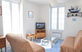 Appartement 4 personnes (51m²) état neuf 800m plages et centre approvisionement au premier étage ...