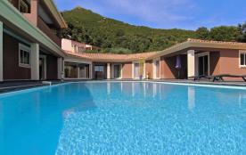 Luxueuse villa dans un petit village avec vue imprenable sur les montagnes