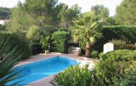 Cette ravissante maison de vacances avec piscine privée est située dans le quartier résidentiel du charmant village d...