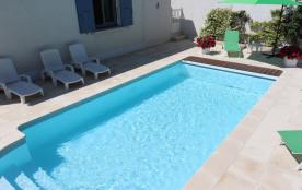 Charme et confort coquette maison 4 pers. piscine sécur. port.auto. clim jardin wifi 700m centre ville