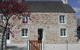 Cet accueillant village (avec boulangerie et épicerie), situé à égale distance des châteaux médié...