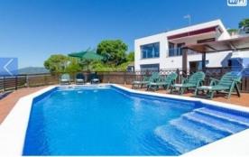 Villa CV Pano - Cette villa indépendante et lumineuse est située dans un secteur calme à 5 km de ...