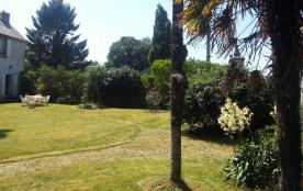 Grand jardin devant la propriété