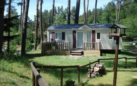 Camping du lac d'Aydat - Chalet Ballario, terrasse avec store, 4 personnes incluses dans le tarif...