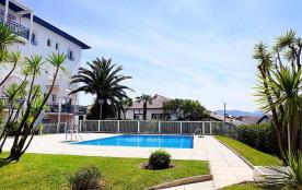 ST JEAN DE LUZ SUPER T2 centre ville,cadre exception piscine, plage à pied