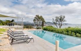 squarebreak, Elegant modern villa on the Mediterranean