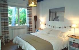 Villa mitoyenne de plain pied avec jardinet privatif quartier calme située a environ 150 m du lac...