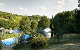 Yourtes et piscine