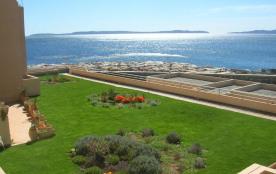 Bormes Les Mimosas (83) - La Favière - Résidence Le Port de Bormes - Appartement T3 - 65 m² envir...