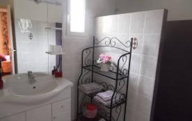 salle de douche avec douche à l'italienne