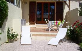 Pavillon T2 + mezzanine, piscine dans la résidence.