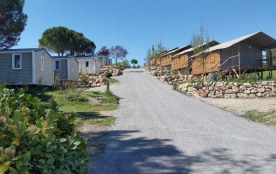 Flower Camping Provence Vallée, 80 emplacements, 30 locatifs