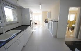 Villa de luxe de 5 chambres en bord de mer à Tarragone, à seulement quelques pas de la plage!
