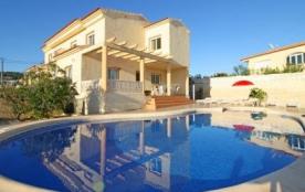 Agréable villa avec piscine privée pour 8 à 9 personnes.