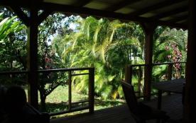 Maison en bois spacieuse,au cœur d'un jardin créole,clôt