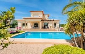 Villa AA80 - Belle position avantageuse pour cette villa de bon standing avec piscine privée.