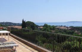Villa Mona, villa comprenant 2 gîtes, au premier étage entrée de plain pied appartement avec terr...