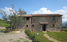 Podere Olivetto is a beautiful country house situated on a hill with distant views of the Parco N...