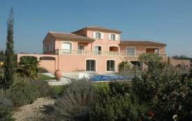 Elodie est une très spacieuse maison de vacances avec piscine privée (8x5m) offrant un ravissant ...