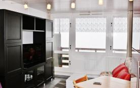 Agréable et lumineux studio classé ** ,  balcon plein sud, cellier et parking,   4e étage de la Résid. Mongie-Tourmalet