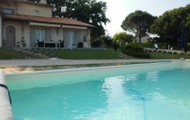 La Terrasse est l'ultime maison de vacances de charme située près du ravissant village de Douzill...
