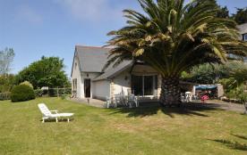 Maison à 300 m de la mer, à l'entrée de l'Île Grande, avec jardin arboré, dans un quartier calme, rue de l'île Grande...