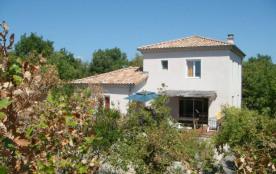 Maison indépendante au cœur d'une vaste propriété, idéalement située en basse Ardèche à 3 km de Ruoms (tous commerces...