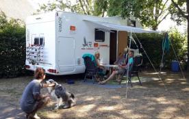 Camping de la Porte d'Arroux, 87 emplacements, 11 locatifs