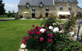 Gîte avec piscine chauffée dans grande longère bretonne