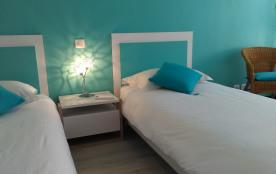 Chambre été: 2 lits en 90 x 200, climatisation, salle d'eau dans la chambre