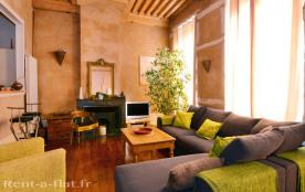 Appartement meublé de 80 m² avec vue panoramique.